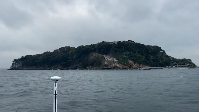 フェリーから見える猿島